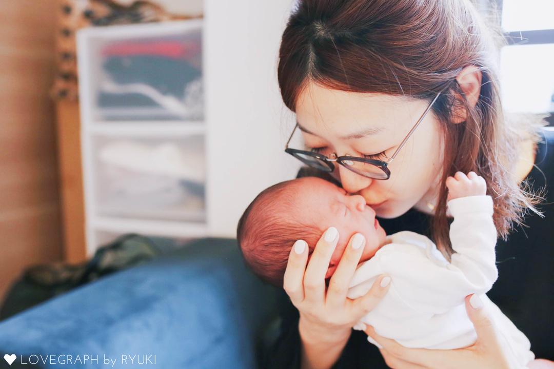 ニューボーンフォトとは?生まれたてを残せる魅力・メリットと注意点  3番目の写真