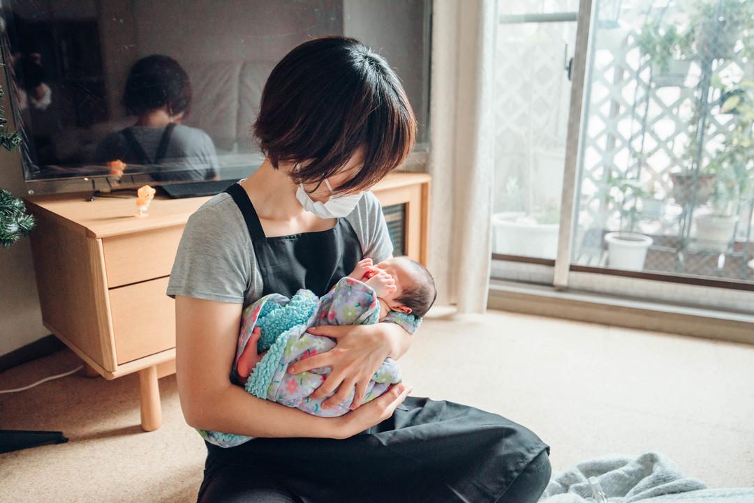"""赤ちゃんがうまれた喜びを形に残す""""アートニューボーンフォト""""の撮影に密着♩撮影同行レポートvol.2  4番目の写真"""